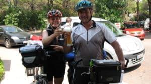Prost! Ankunft am Union Lido mit dem Fahrrad
