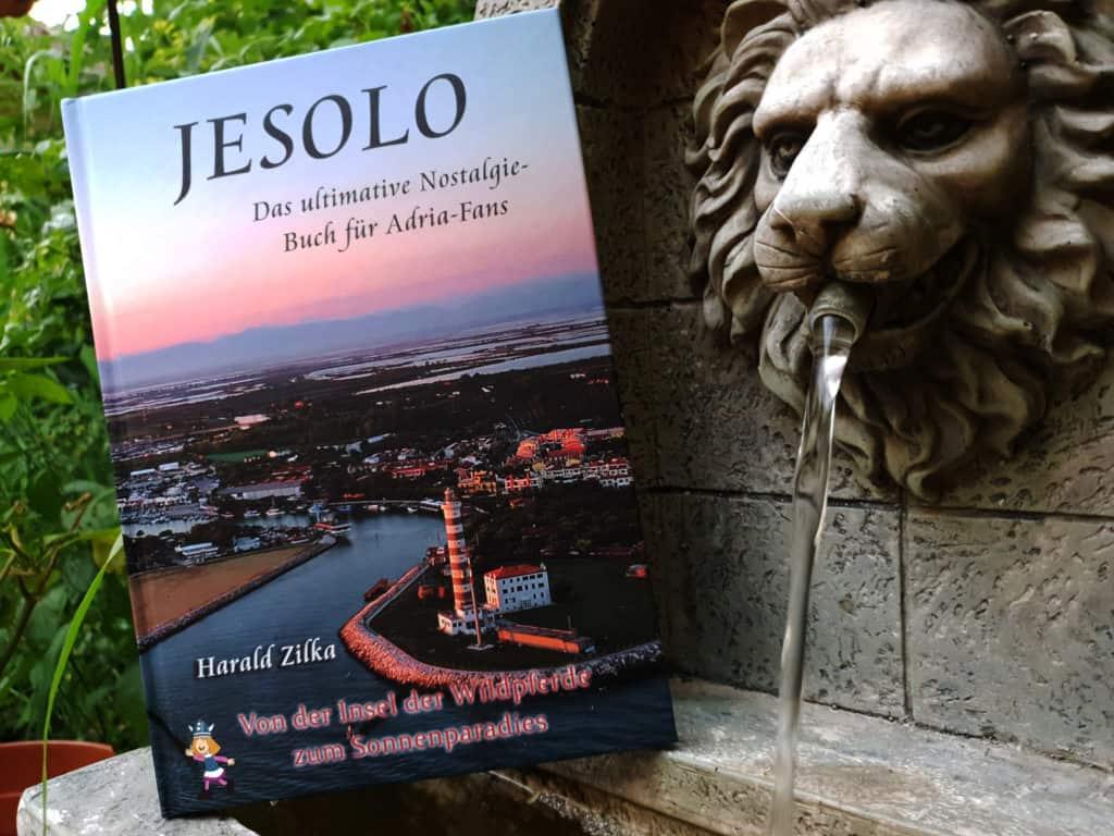 Jesolo Buch mit Brunnen